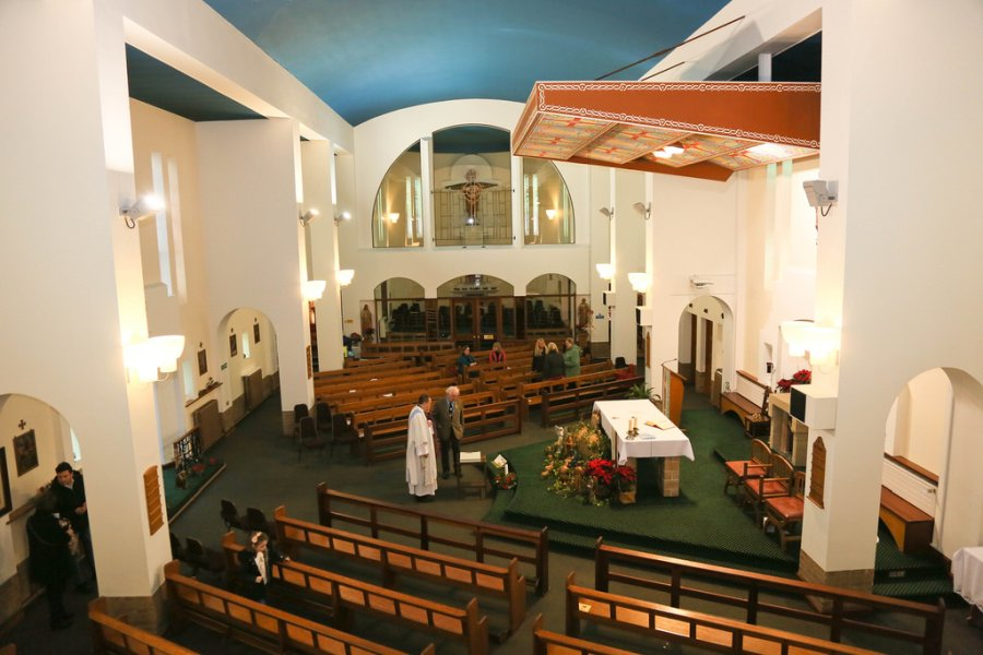 S Pius X church Grimsby inside2
